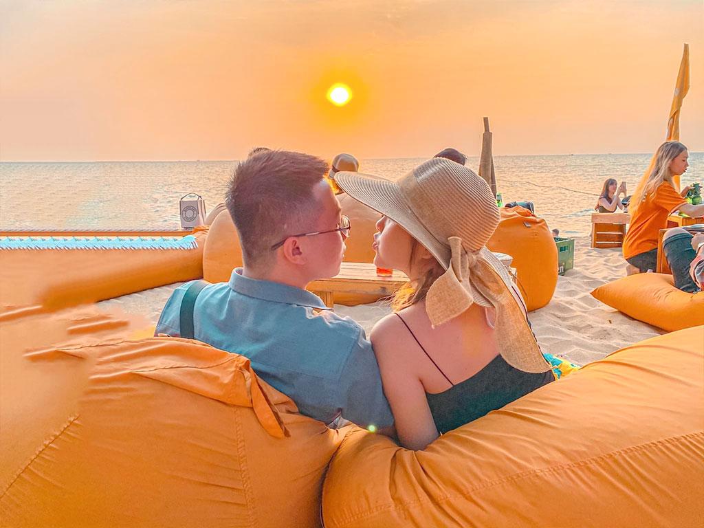 Tận hưởng không gian lãng mạn tại Ốc Sên Bar - Nguồn ảnh: Internet