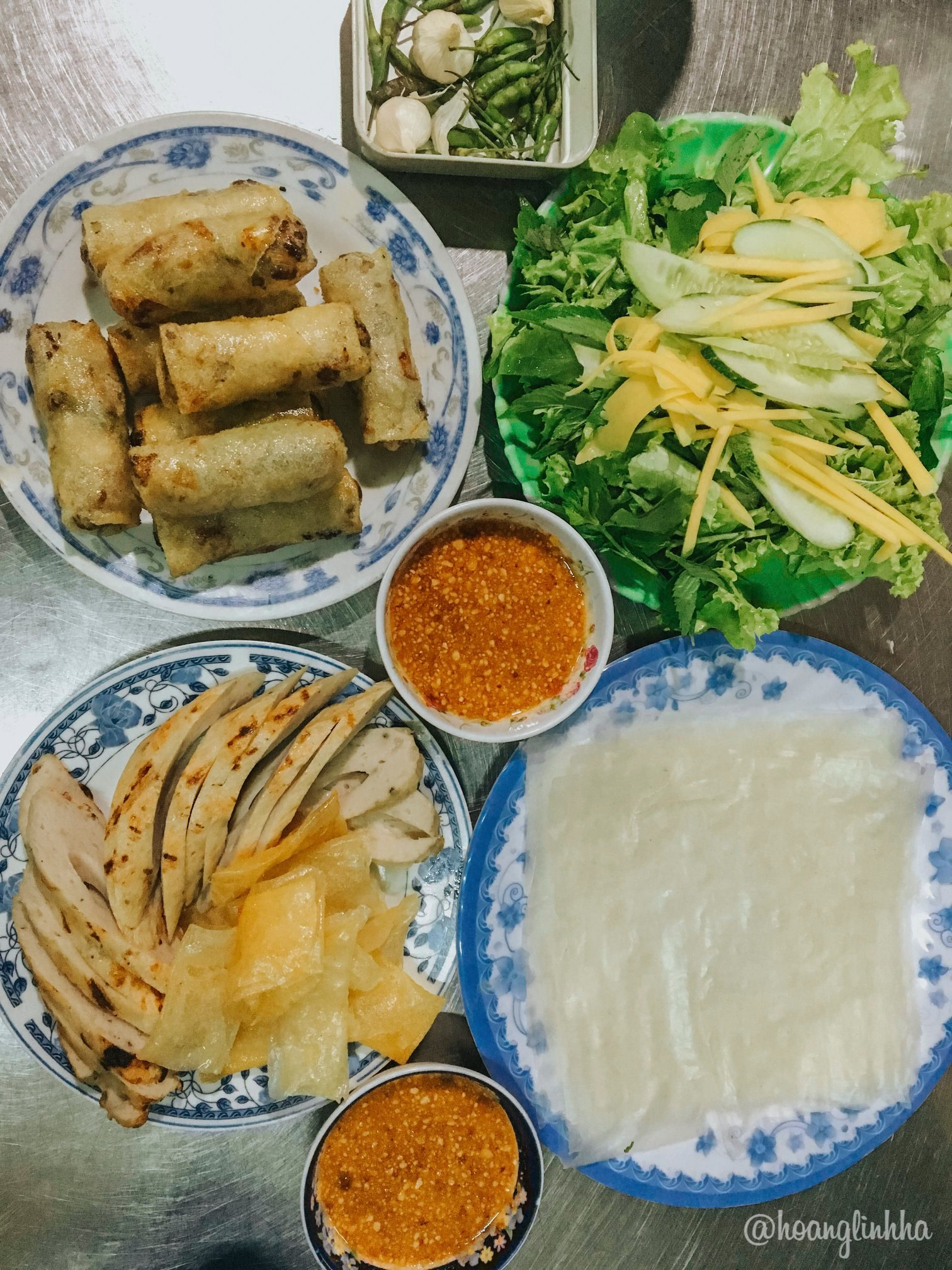 Phú Yên cũng là nơi có vô số món ăn đặc sản hấp dẫn. Hình: Hoàng Linh Hà