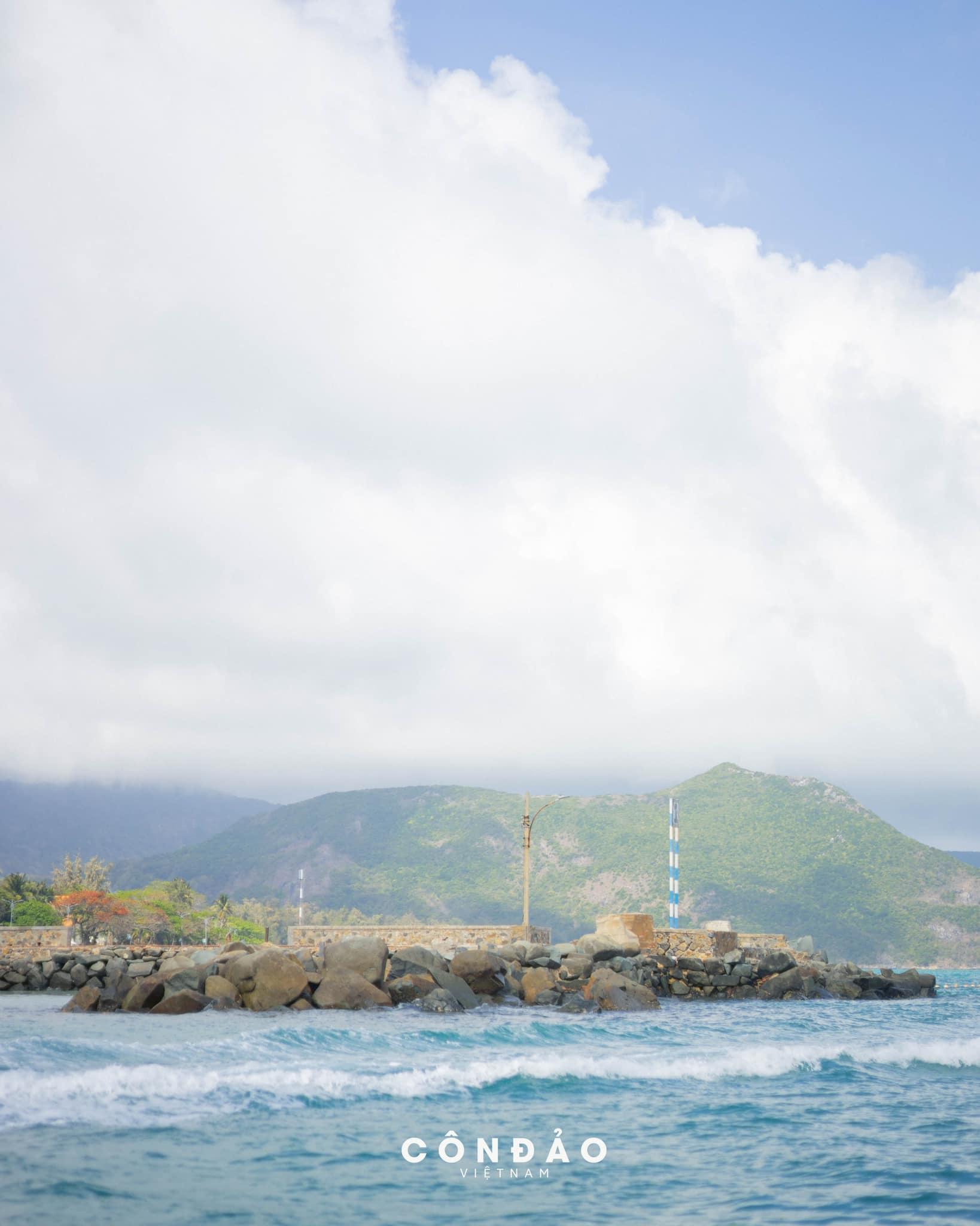 Vẻ đẹp thanh bình của Côn Đảo. Hình: Sơn Đoàn