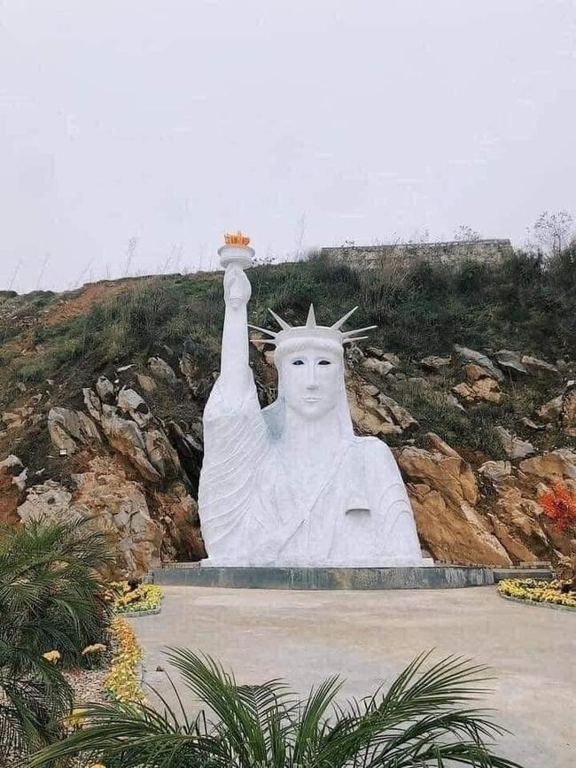 """Tượng đài nữ thần tự do """"phiên bản lỗi"""" ở Sapa"""
