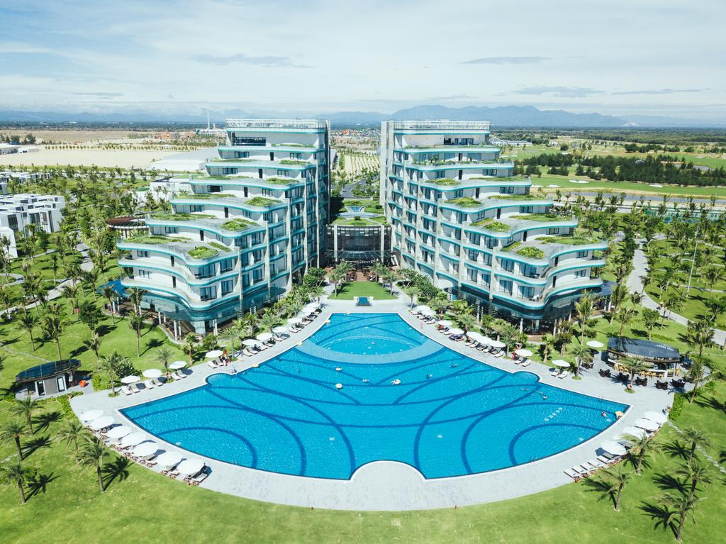 khu nghỉ dưỡng chọn màu xanh làm màu chủ đạo nhằm mang không gian gần gũi của đại dương biển cả đến với du khách