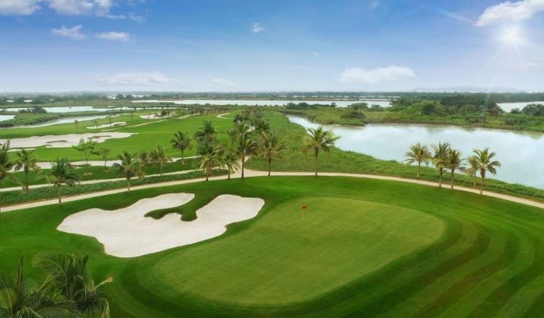 Giải trí tại sân golf 18 lỗ tiêu chuẩn quốc tế