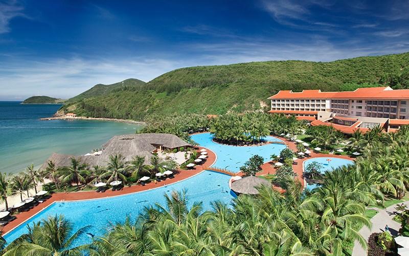 Khu nghỉ dưỡng tọa lạc tại vị trí đẹp nhất trên đảo Hòn Tre, hướng ra vịnh Nha Trang
