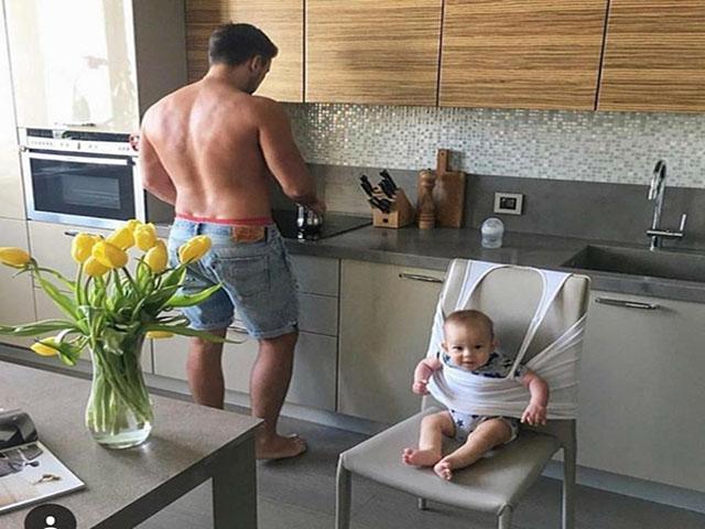 Những sáng tạo đến không ngờ khi ông bố ở nhà trông con nhỏ - Nguồn ảnh: Internet