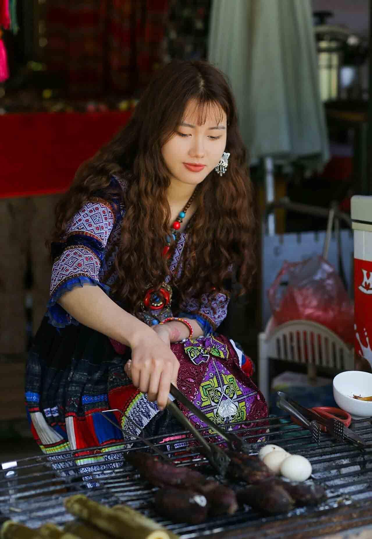 Hình ảnh cô gái người H'Mông được du khách chụp ngày 3/5. Ảnh:Dương Văn Quang.