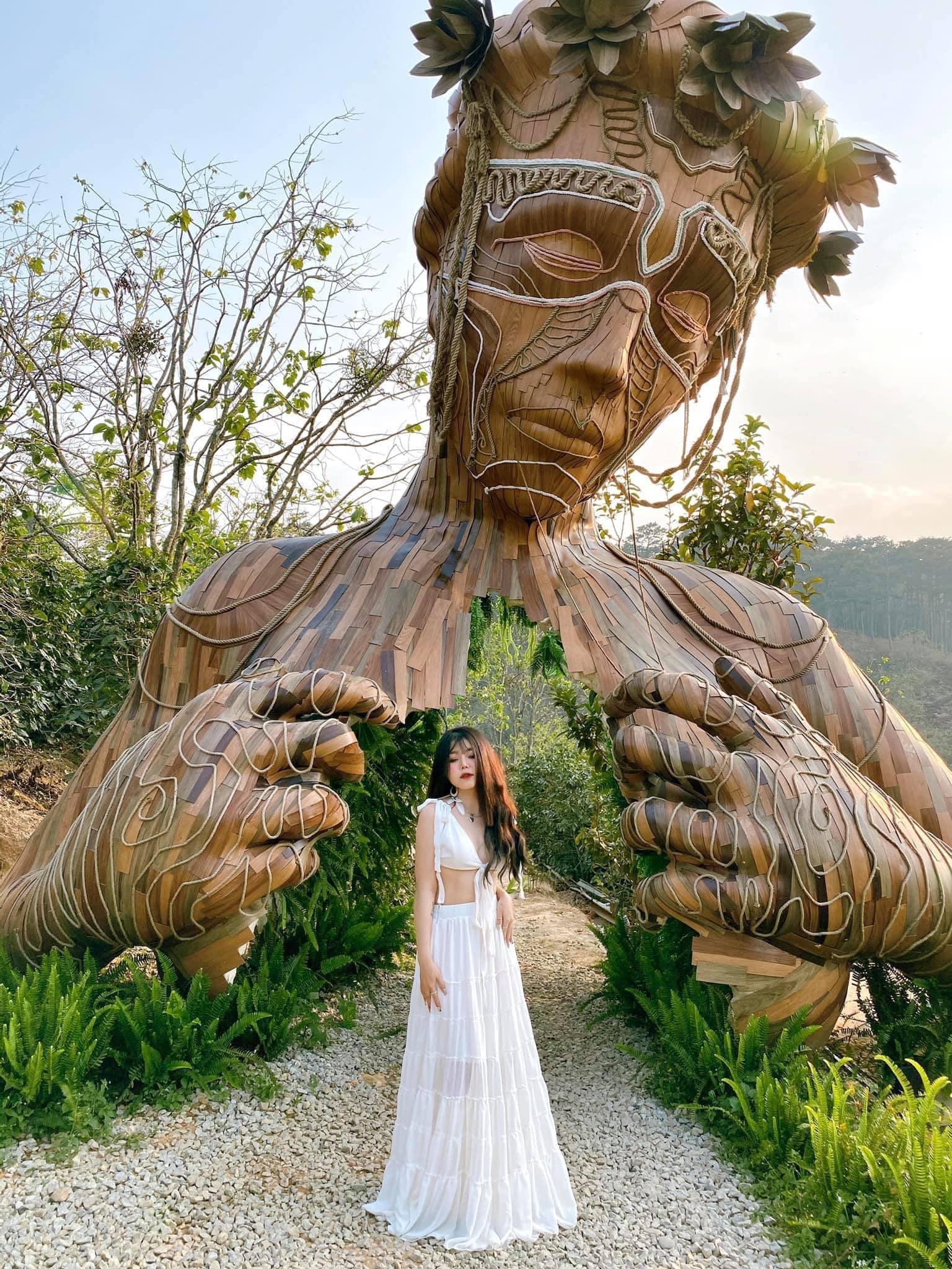 Những bức tượng gỗ ở Tulutula. Hình: Sưu tầm