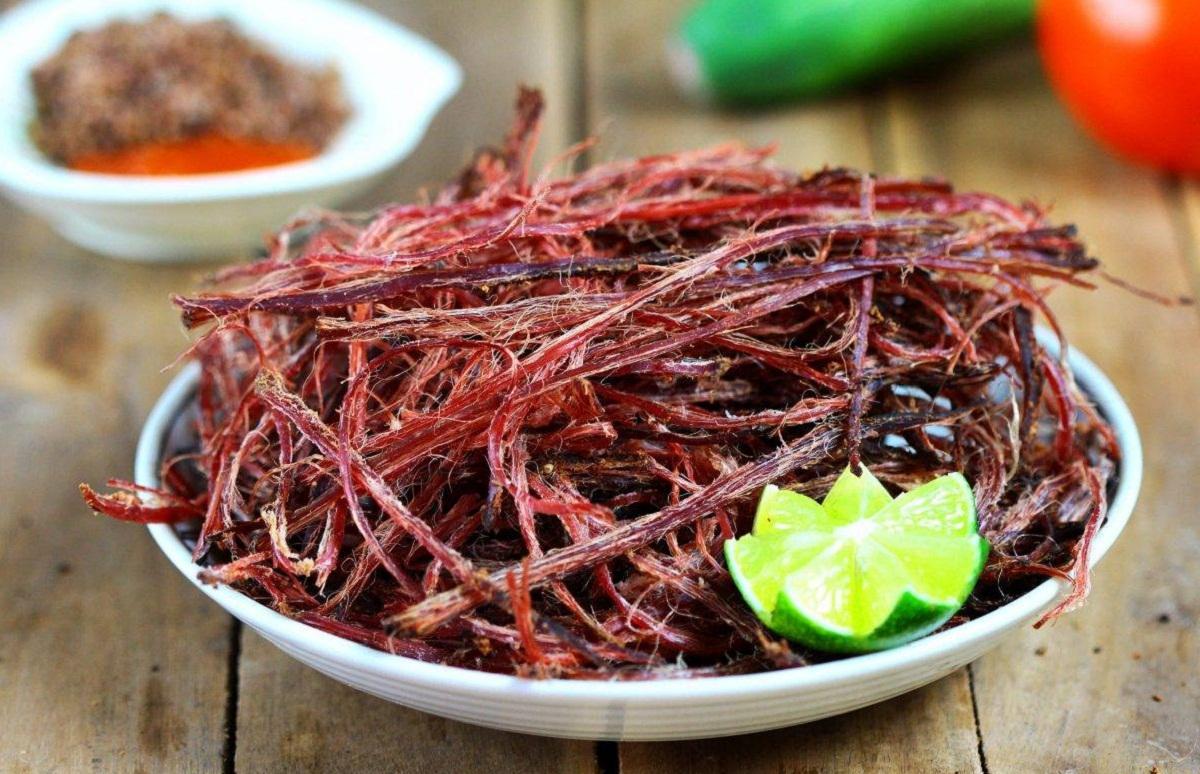 Thịt trâu gác bếp cũng là một trong những đặc sản của Mộc Châu. Hình: Sưu tầm