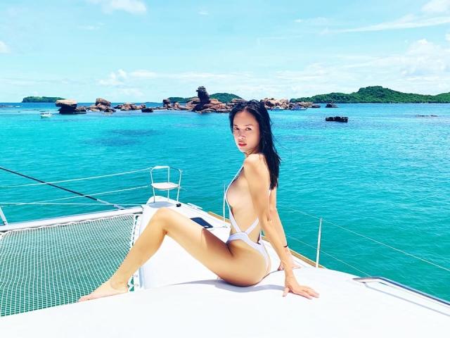 Những mẫu bikini sexy trong suốt siêu nhỏ 'mặc như không' cho mùa du lịch Hè