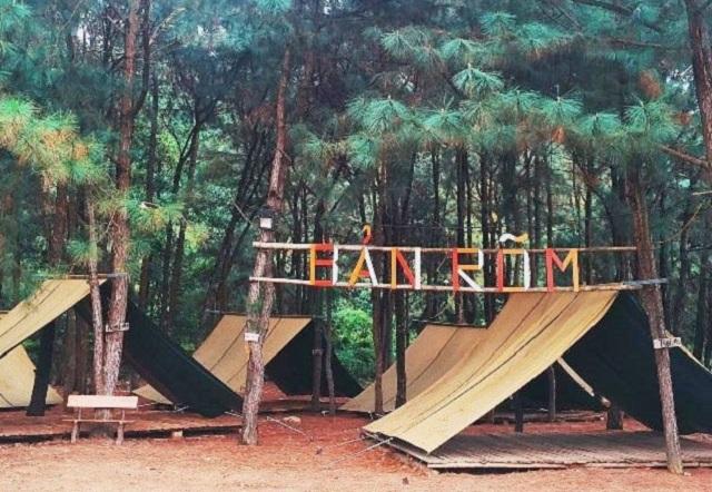 Cắm trại qua đêm là một trải nghiệm thú vị ở Bản Rõm mà bạn không nên bỏ lỡ