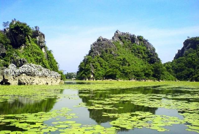 """Hồ Quan Sơn được mệnh danh như """"Vịnh Hạ Long"""" thu nhỏ"""