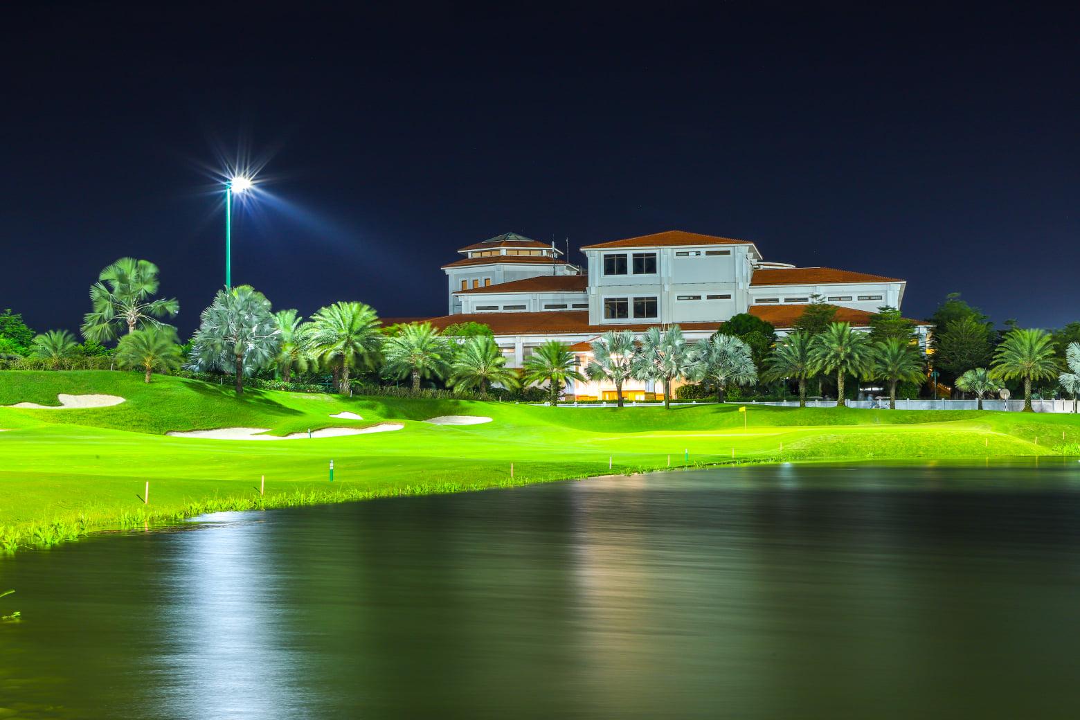 """Các golfer có thể chiến những trận """"night game"""" mà không hề ảnh hưởng tới trải nghiệm. Hình: Sưu tầm"""