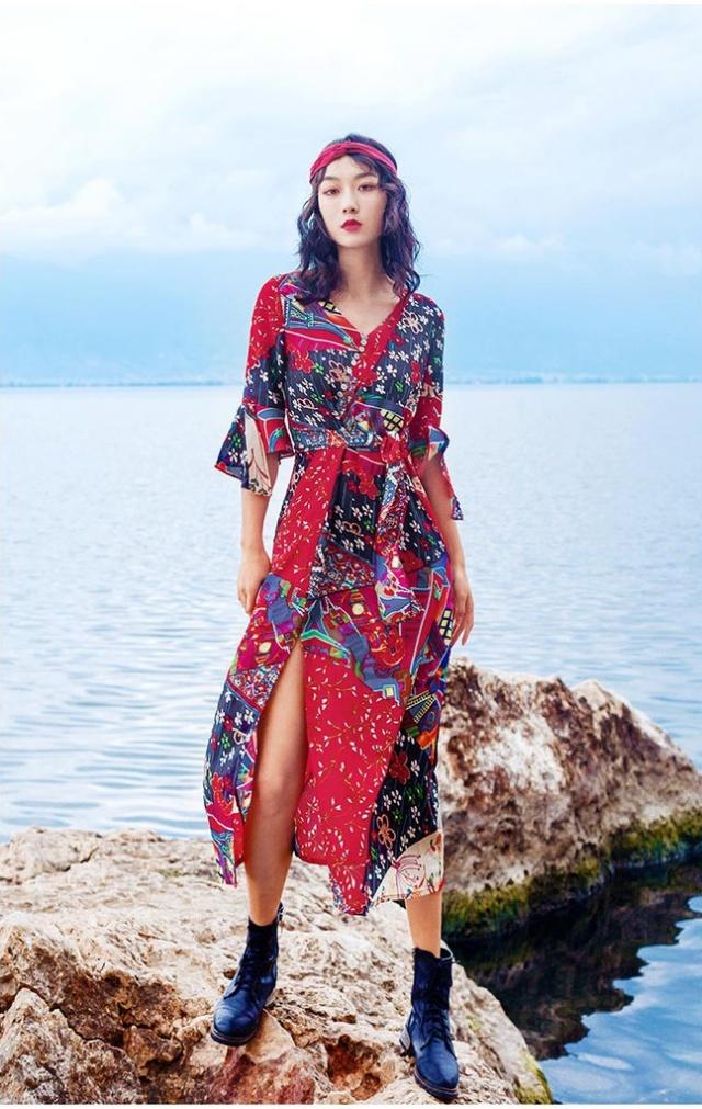 Ngoài bikini, các kiểu váy thướt tha chính là hot trend thời trang không thể thiếu khi đi biển. Ảnh: Internet