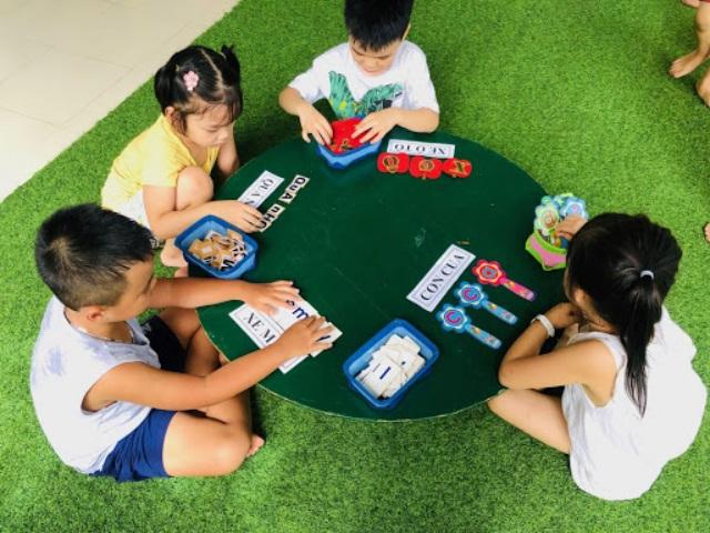 Tổ chức các trò chơi cho các bé trong ngày 1/6. Ảnh: Internet