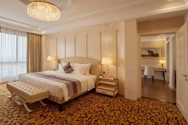 Không gian phòng Executive Suite King vừa hiện đại vừa ấm áp mang đến cảm giác thoải mái cho du khác