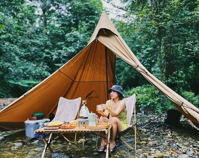 Cắm trại trên suối ở vườn quốc gia Xuân Sơn (FB.Chang Mi)