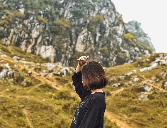 Núi Trầm là điểm check in sống ảo nhiều bạn trẻ yêu thích