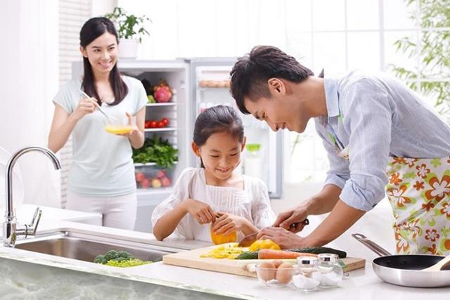 Nấu nướng cùng gia đình để thoải mái hơn. Ảnh: Internet