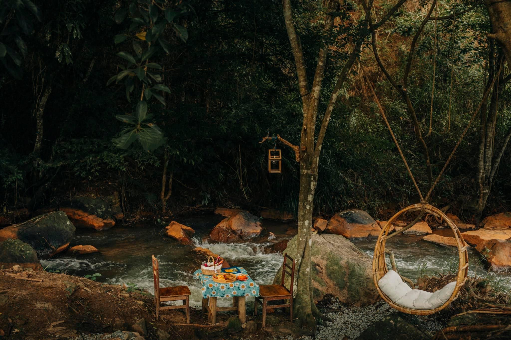 Những quán cafe bên suối ở Đà Lạt. Hình: Sưu tầm