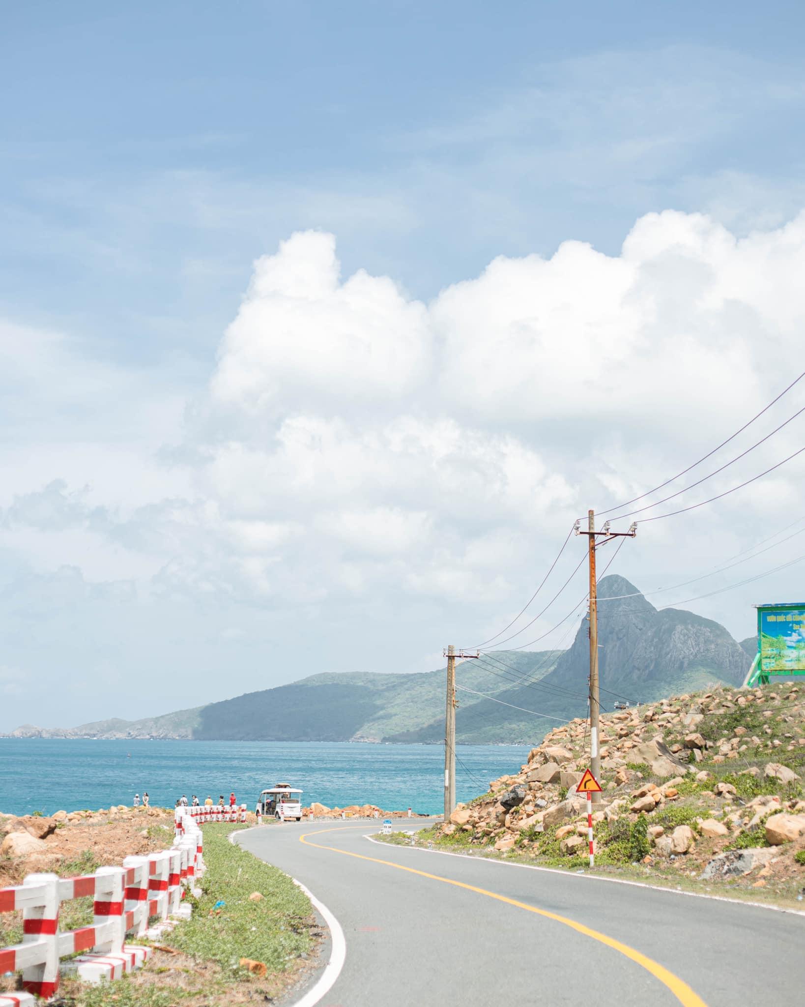 Cung đường tuyệt đẹp của Côn Đảo. Hình: Sơn Đoàn