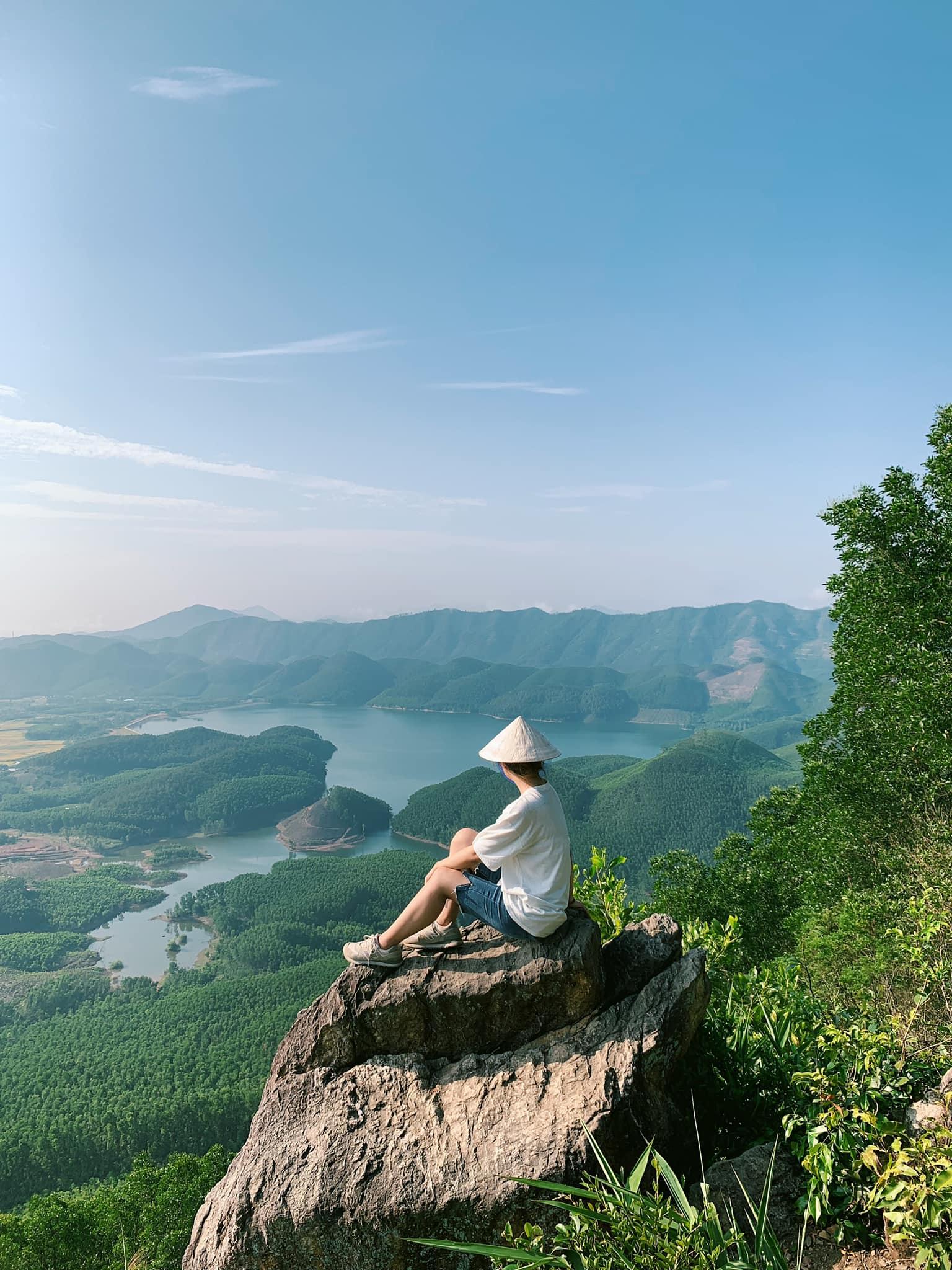Núi Hòn Vượn dành cho bạn nào yêu thích khám phá thiên nhiên. Hình: Trinh