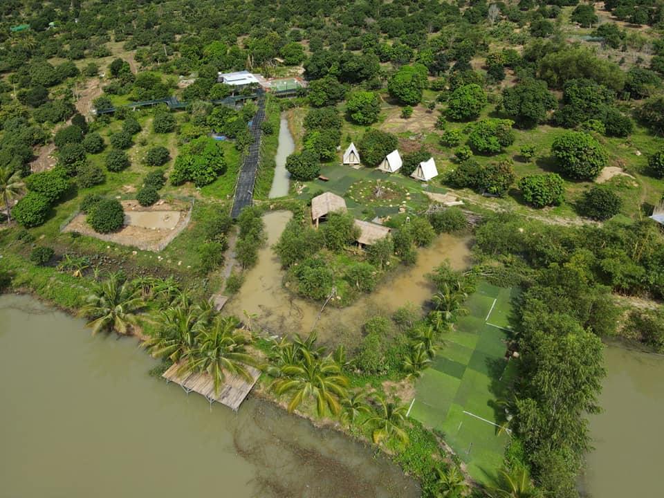 Dép Tổ Ong Farmstay được bao bọc bởi cây xanh. Hình: Sưu tầm
