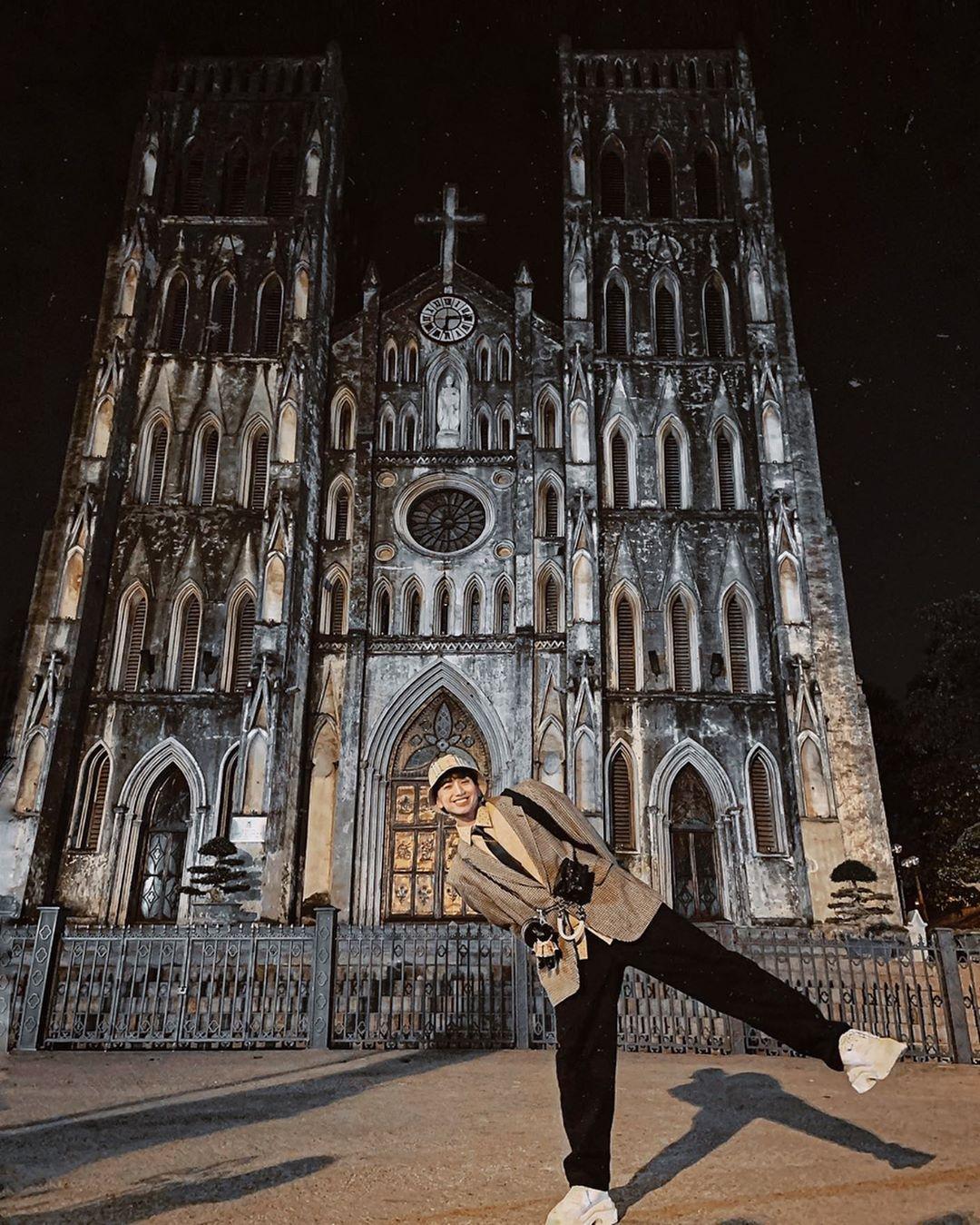Nhà thờ Lớn Hà Nội về đêm. Hình: Sưu tầm