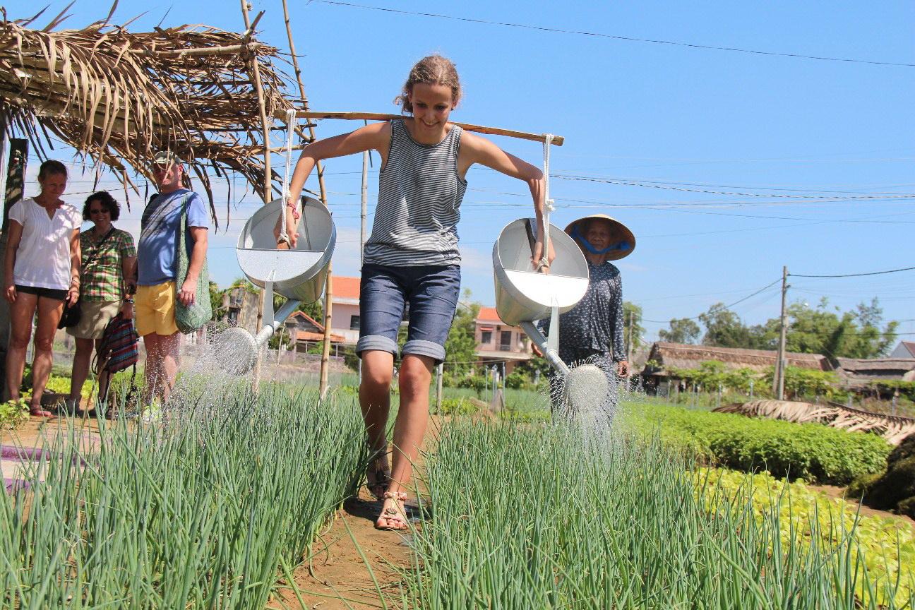 Du lịch nông nghiệp mang lại nhiều trải nghiệm thực tế cho du khách. Hình: Sưu tầm