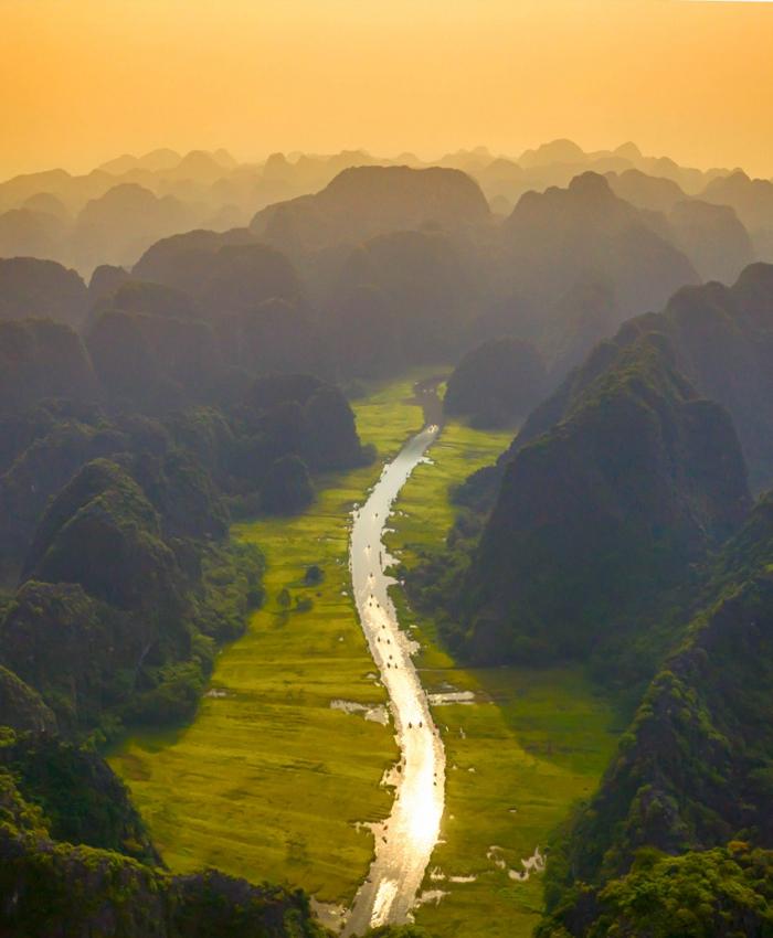 Sông Ngô Đồng nhìn từ trên cao. Ảnh: Dulichninhbinh