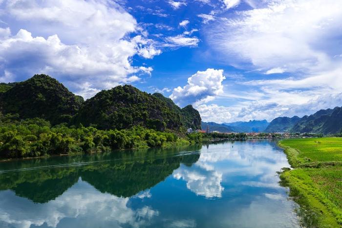Những dòng sông di sản Việt Nam mà bạn nhất định nên ghé thăm một lần trong đời